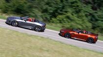 Aston Martin Vantage S, Jaguar F-Type R AWD Cabriolet, Seitenansicht