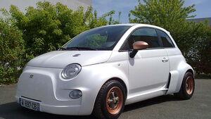Atomik Cars Fiat 500 Elektroauto schräg von vorne