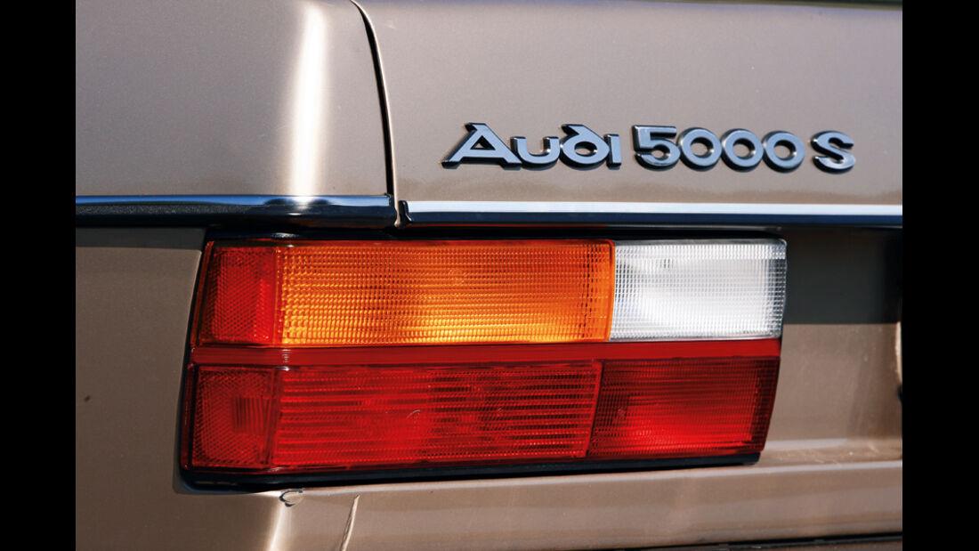 Audi 5000 S (100 CD 5E, Typ 43), 1982, Logo, Heckleuchte