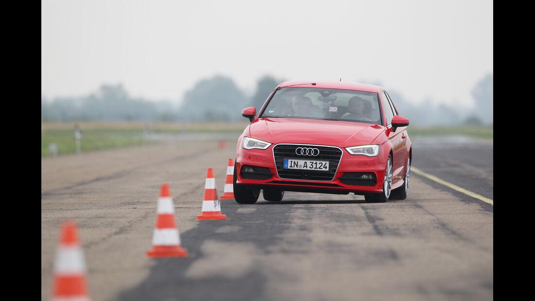Audi A3 1.8 TFSI, Frontansicht, Slalom