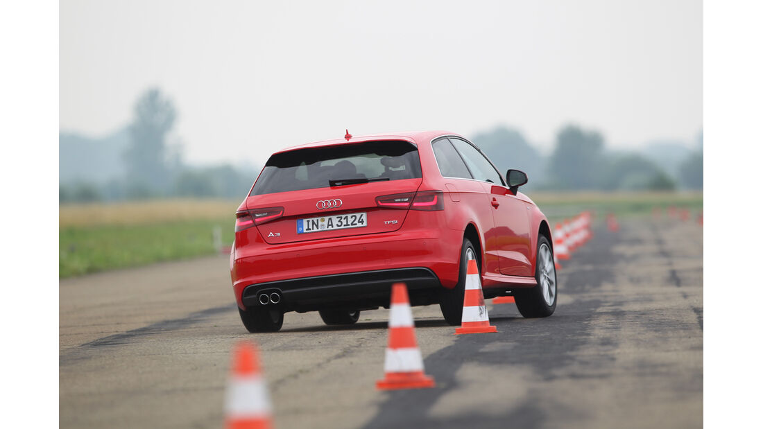 Audi A3 1.8 TFSI, Heckansicht, Slalom