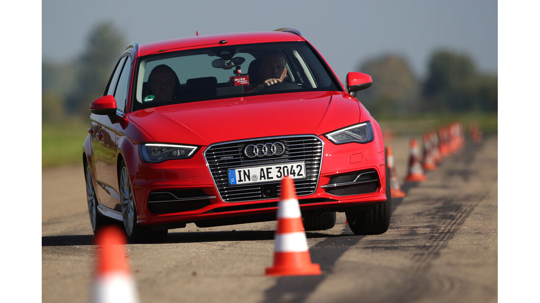 Audi A3 Sportback e-tron, Frontansicht, Slalom
