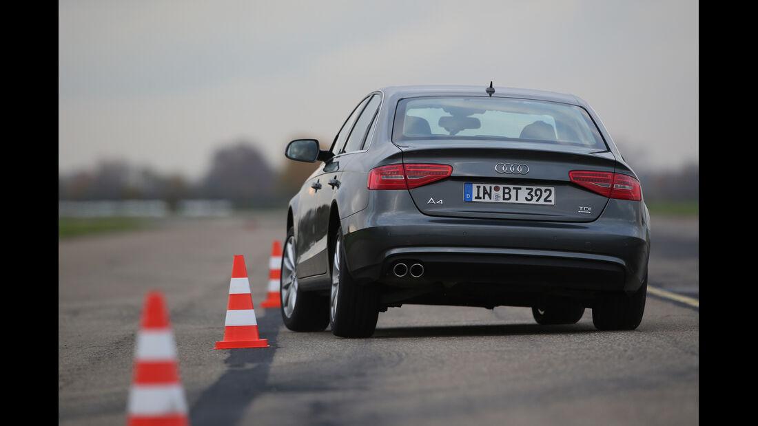 Audi A4 3.0 TDI Clean Diesel Quattro, Heckansicht, Slalom