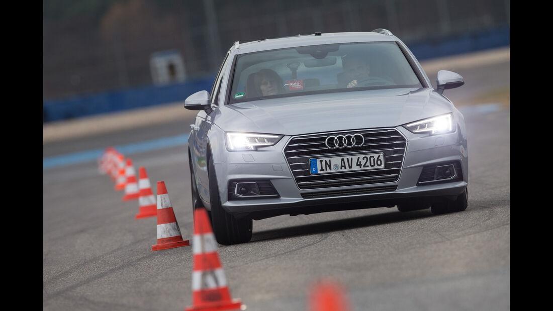 Audi A4 Avant 2.0 TFSI, Frontansicht, Slalom