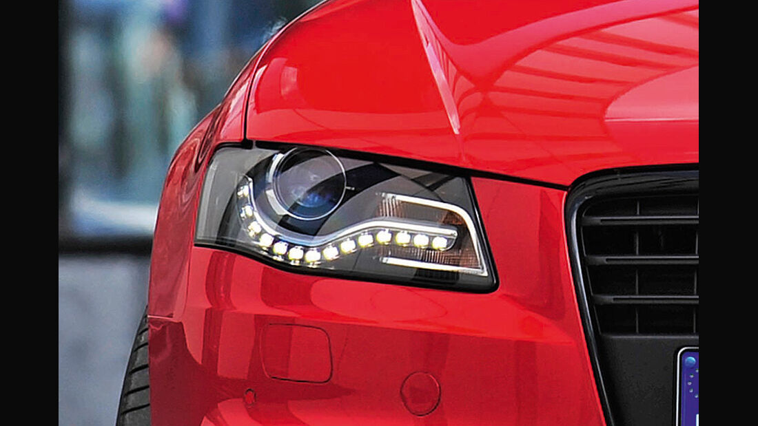 Audi A4 Tagfahrlicht, Scheinwerfer