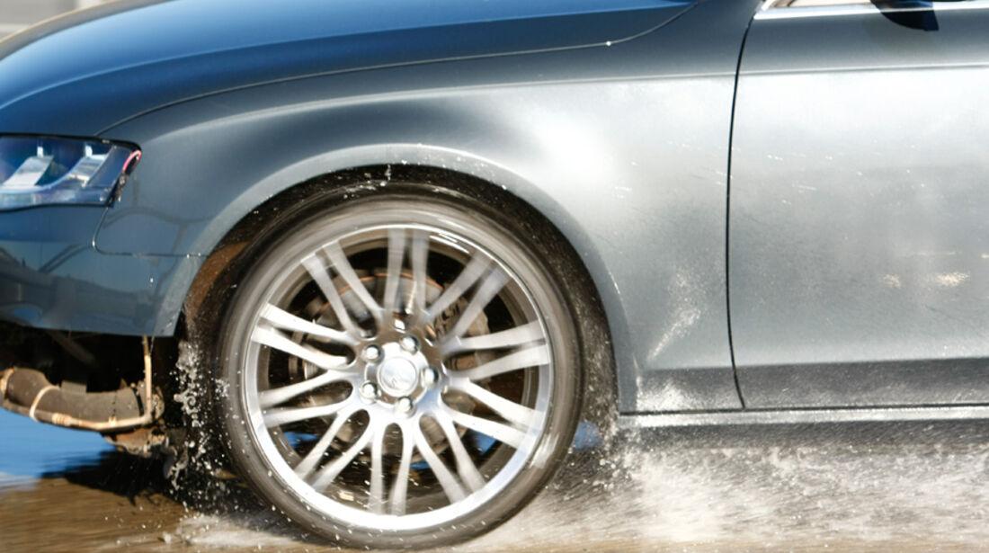 Audi A6, Nässe, Bremtest