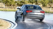 Audi A6, Nässe, Kurvenfahrt, Heck