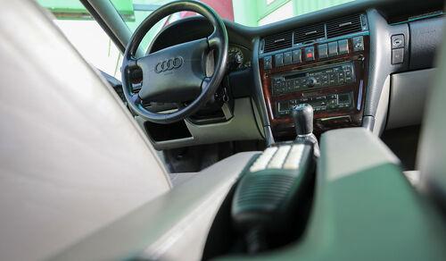 Audi A8 2.8 Quattro, Typ 4D (1996), Cockpit