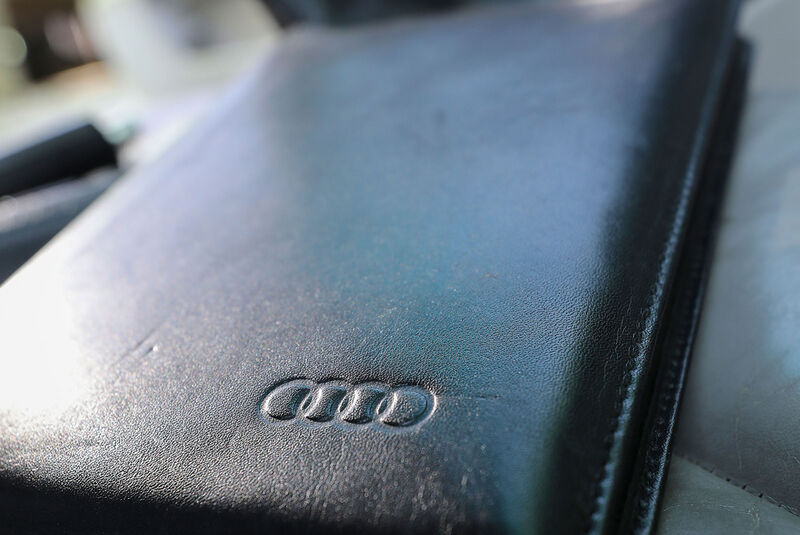Audi A8 2.8 Quattro, Typ 4D (1996), Etui, Bordbuch