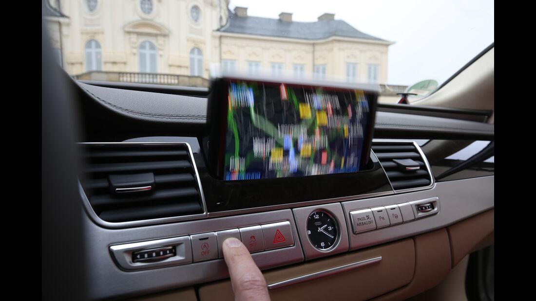 Audi A8 4.0 TFSI Quattro, Navi, Display