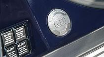 Audi A8 4.2 Quattro (D2), Plakette