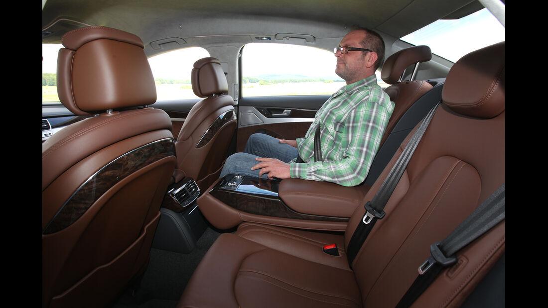 Audi A8 Hybrid, Rücksitz, Beinfreiheit