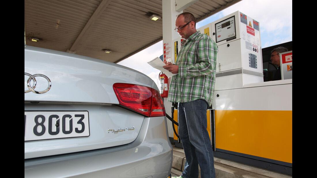 Audi A8 Hybrid, Tankstelle