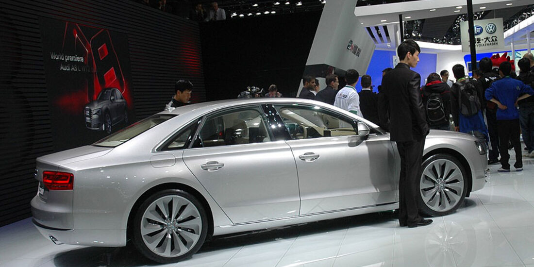Audi A8 L W12 auf der Auto China 2010