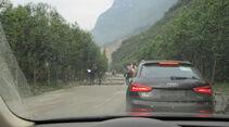 Audi-Abnahmefahrt, China, Schotterstraße