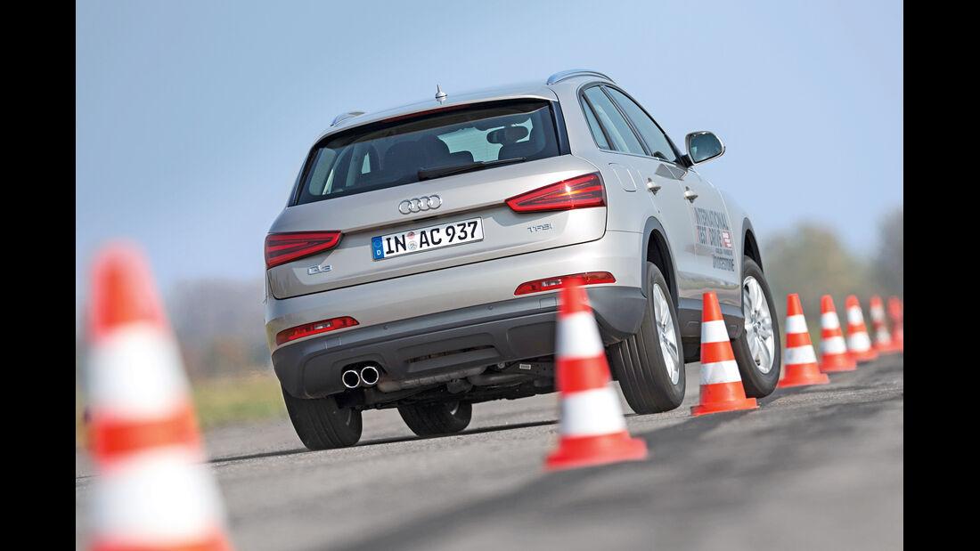 Audi Q3 1.4 TFSI, Heckansicht, Slalom