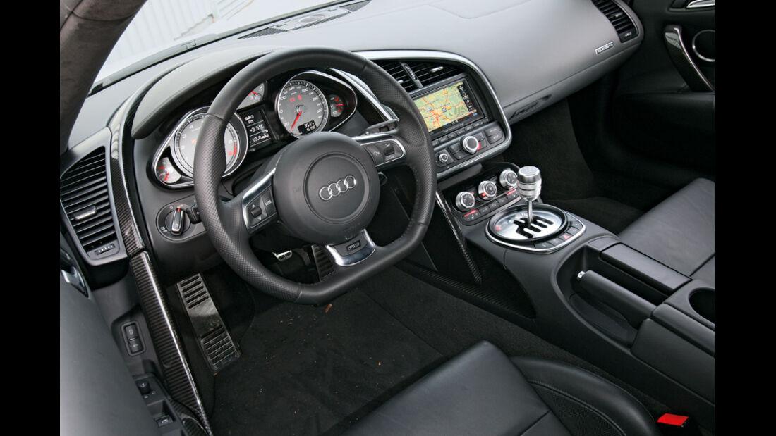 Audi R8 4.2 FSI Quattro, Cockpit