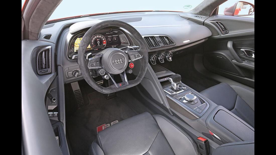 Audi R8 5.2 FSI Quattro Plus, Cockpit