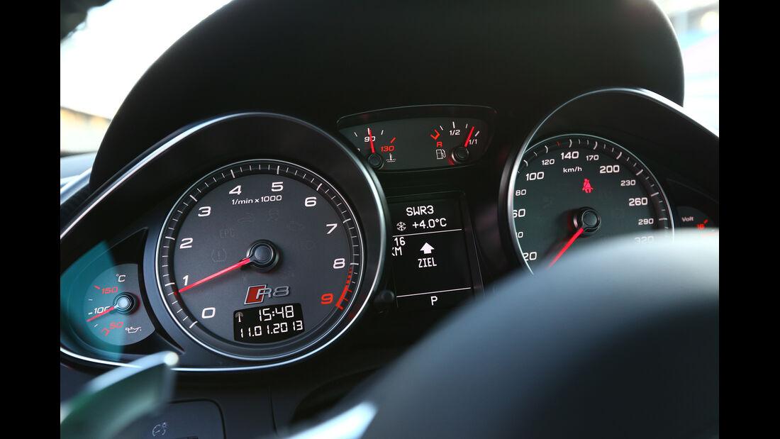 Audi R8 FSI Quattro, Rundinstrumente