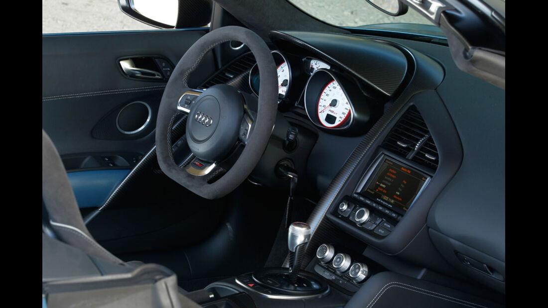 Audi R8 GT Spyder, Cockpit