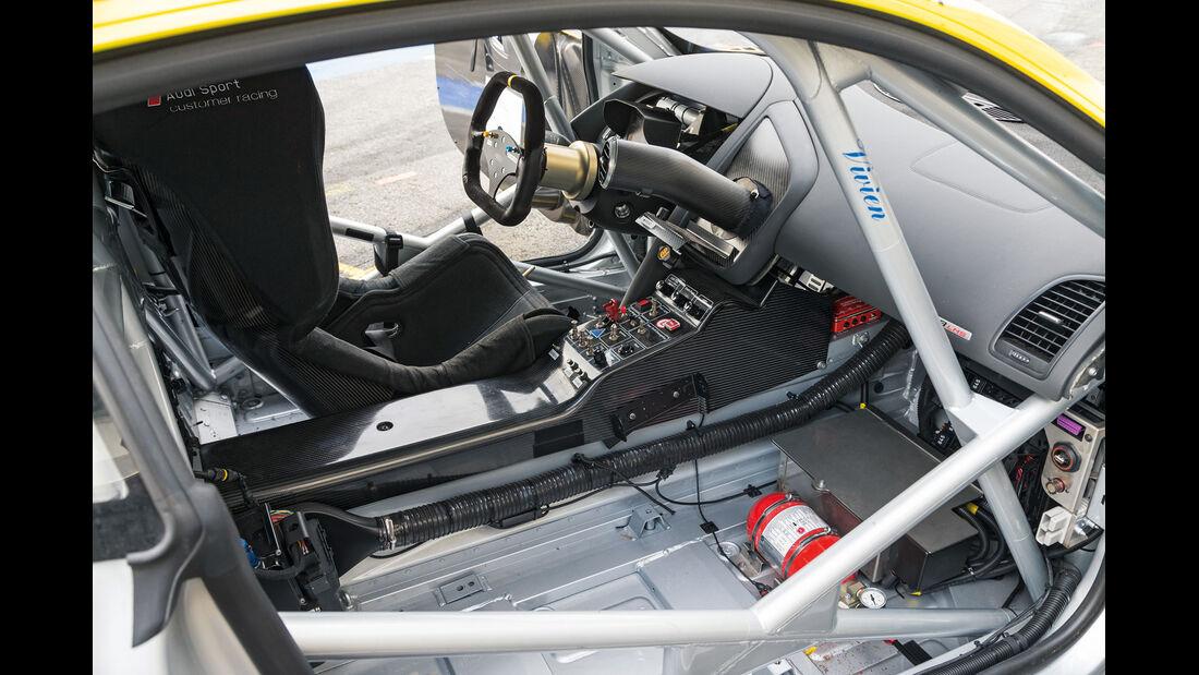 Audi R8 LMS Ultra, Cockpit