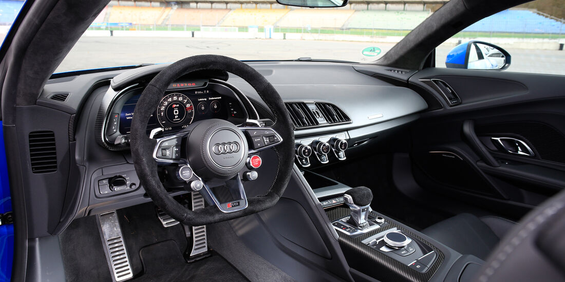 Audi R8 V10, Audi R8 5.2 FSI Quattro, Cockpit