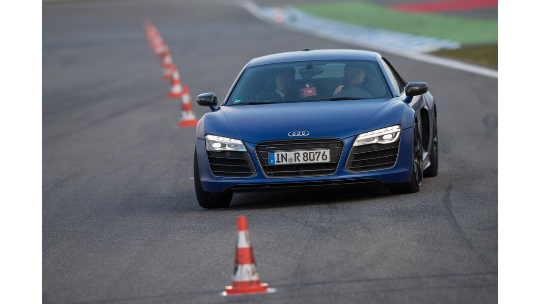 Audi R8 V10 Plus, Frontansicht, Slalom