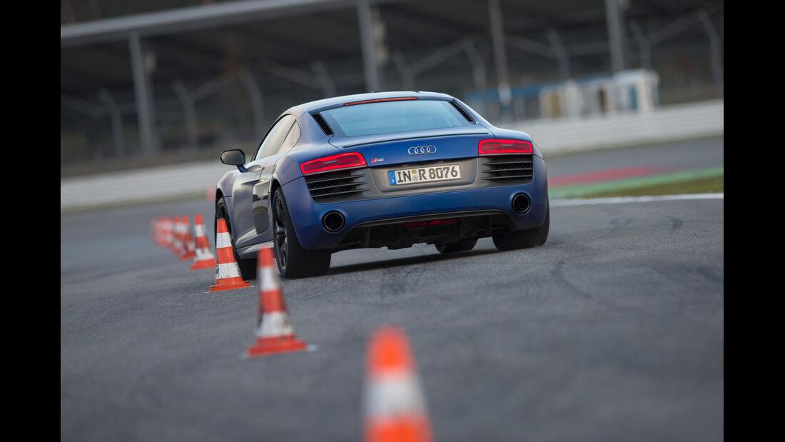 Audi R8 V10 Plus, Slalom, Heckansicht