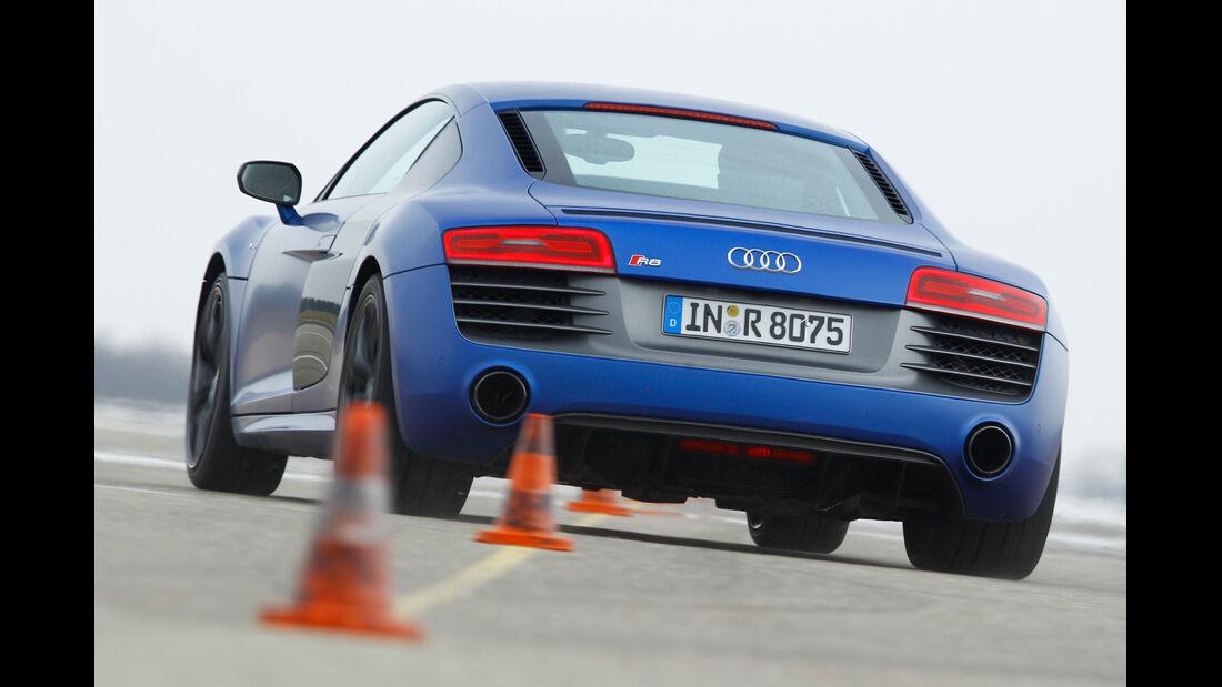 Audi R8 V10 plus 5.2 FSI, Heckansicht, Slalom