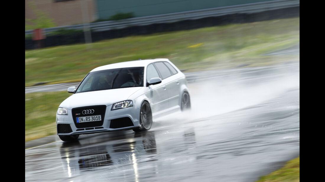 Audi RS 3 Sportback, Bremsen, nasse Straße, Nässe, Frontansicht