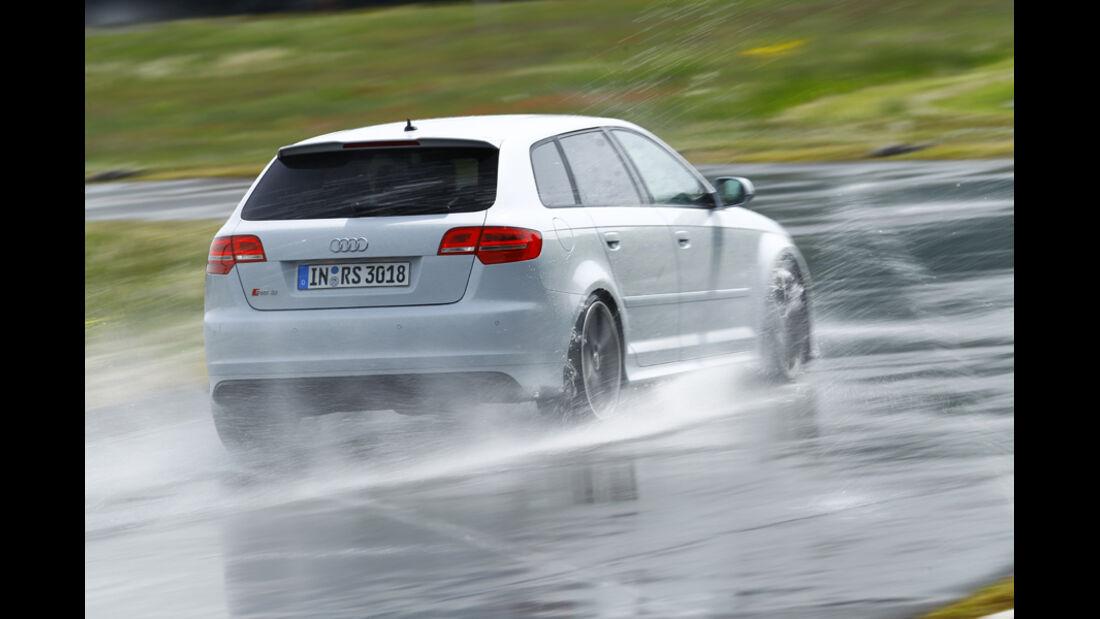 Audi RS 3 Sportback, Bremsen, nasse Straße, Nässe, Rückansicht