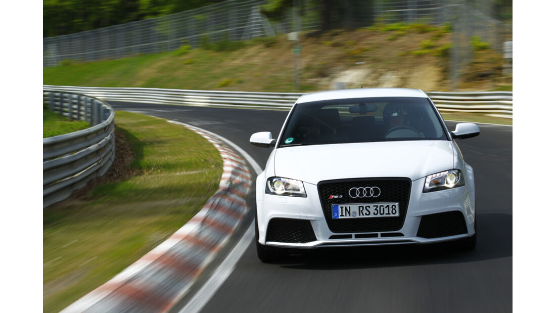 Audi RS 3 Sportback, Frontansicht, Kurvenausfahrt