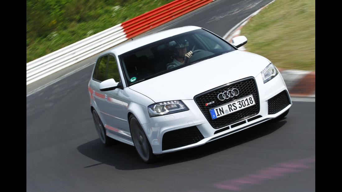 Audi RS 3 Sportback, Kurvenfahrt, Frontansicht