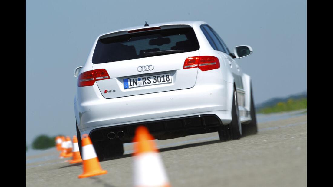 Audi RS 3 Sportback, Rückansicht, Slalom
