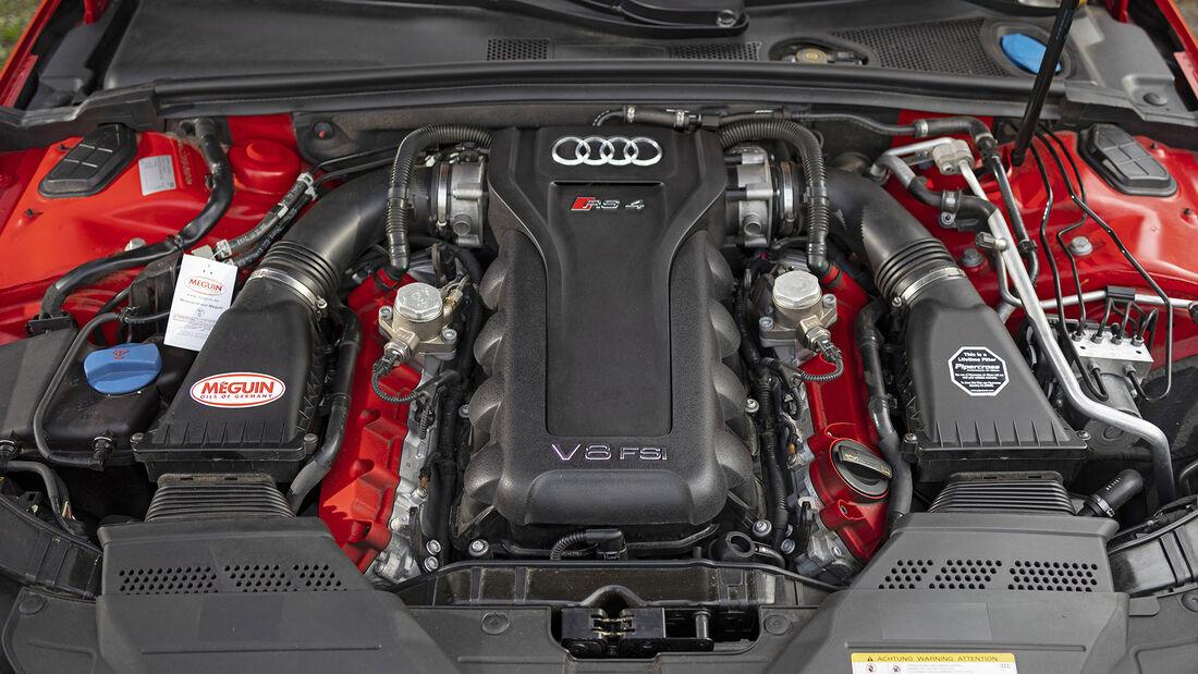 Audi RS 4 (B8), Motor