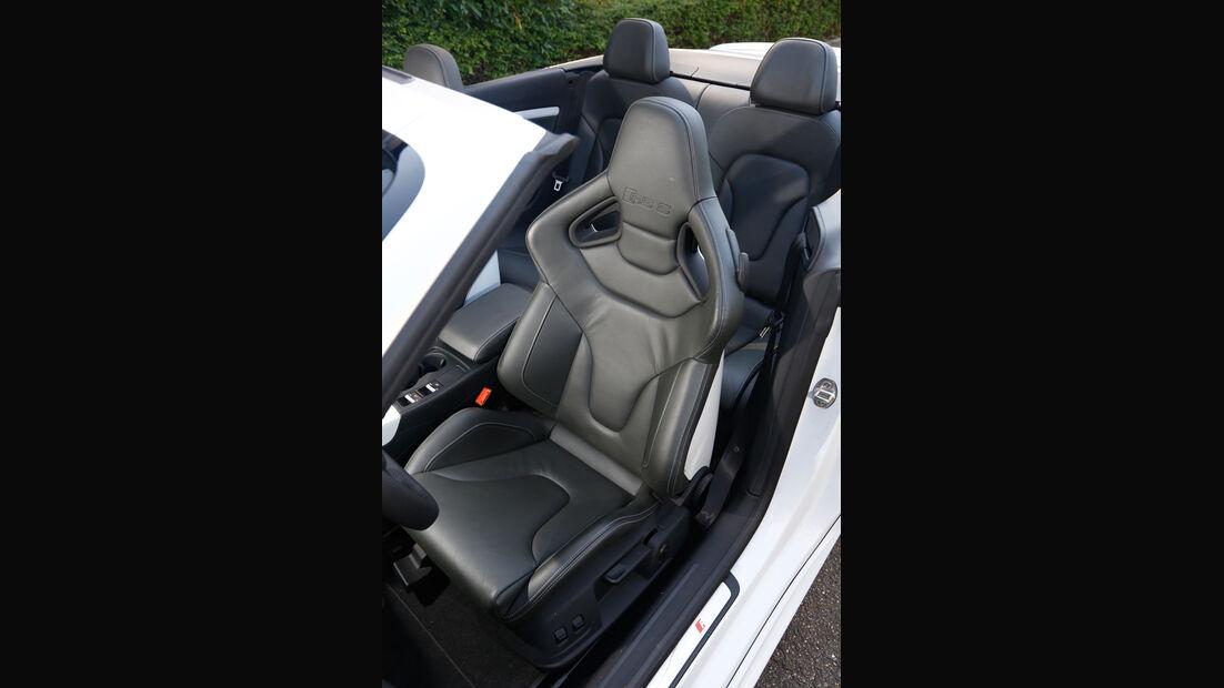Audi RS 5, Sitze
