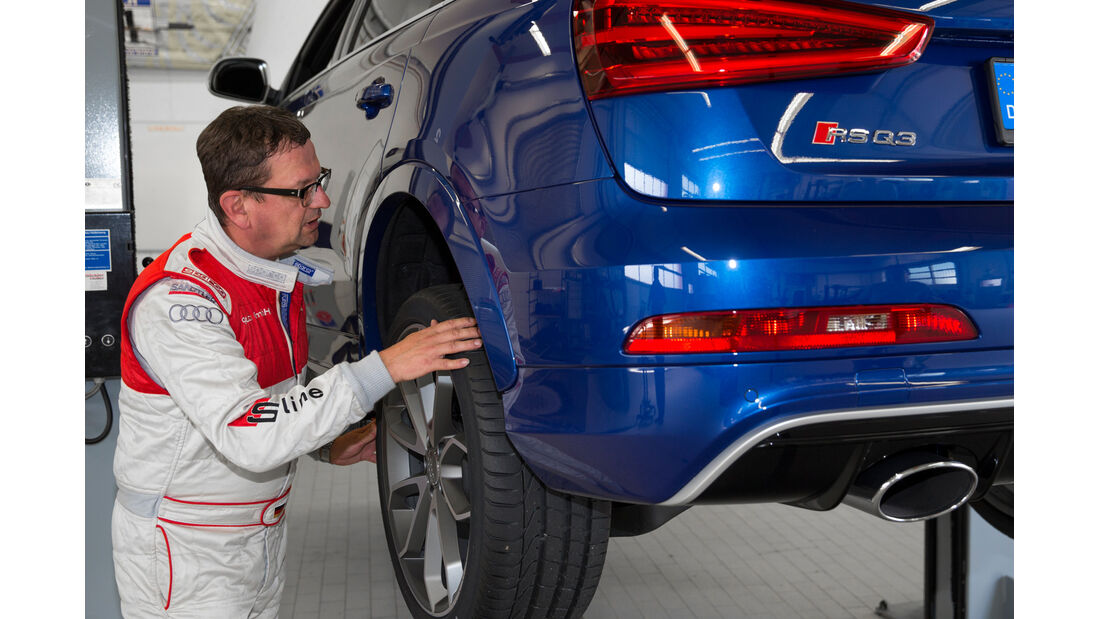 Audi RS Q3, Reifen, Hebebühne