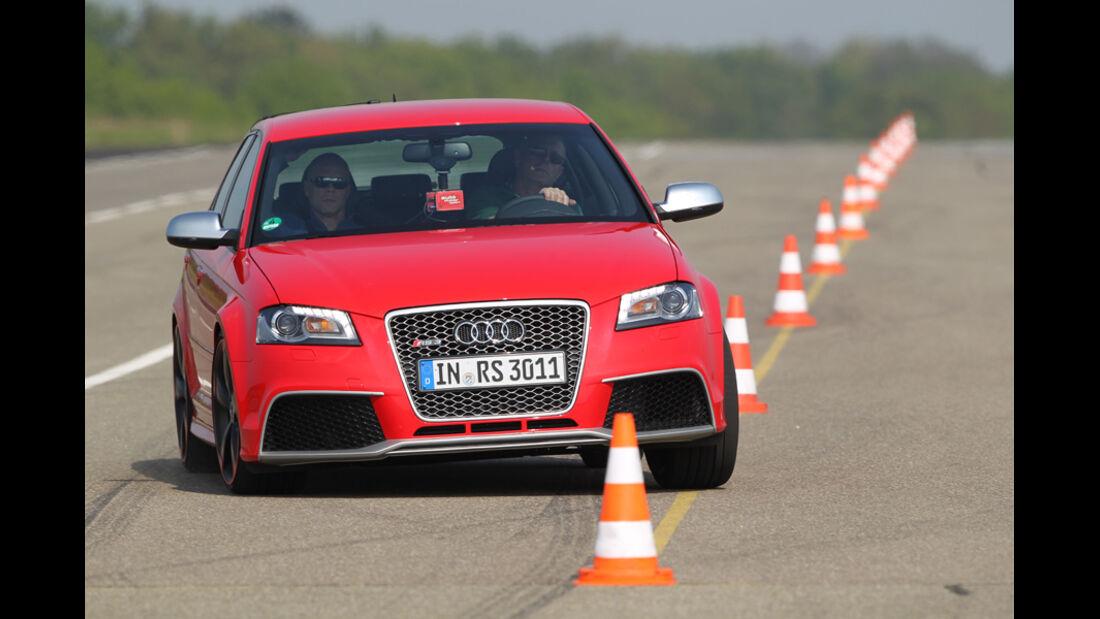 Audi RS3 Sportback, Teststrecke, Front, Kurvenverhalten, Hütchen