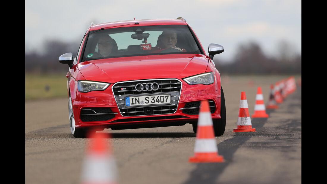 Audi S3 Sportback, Frontansicht, Slalom
