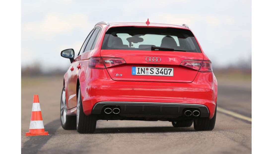 Audi S3 Sportback, Heckansicht, Slalom