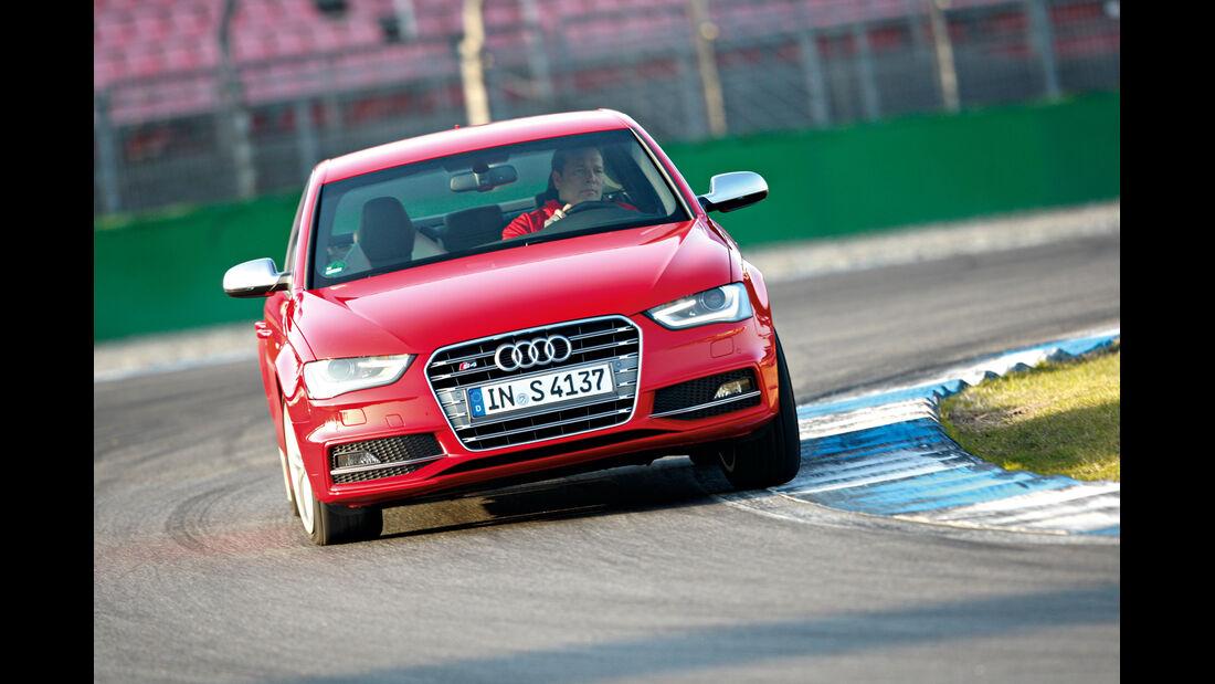 Audi S4 3.0 TFSI, Frontansicht, Kurvenfahrt
