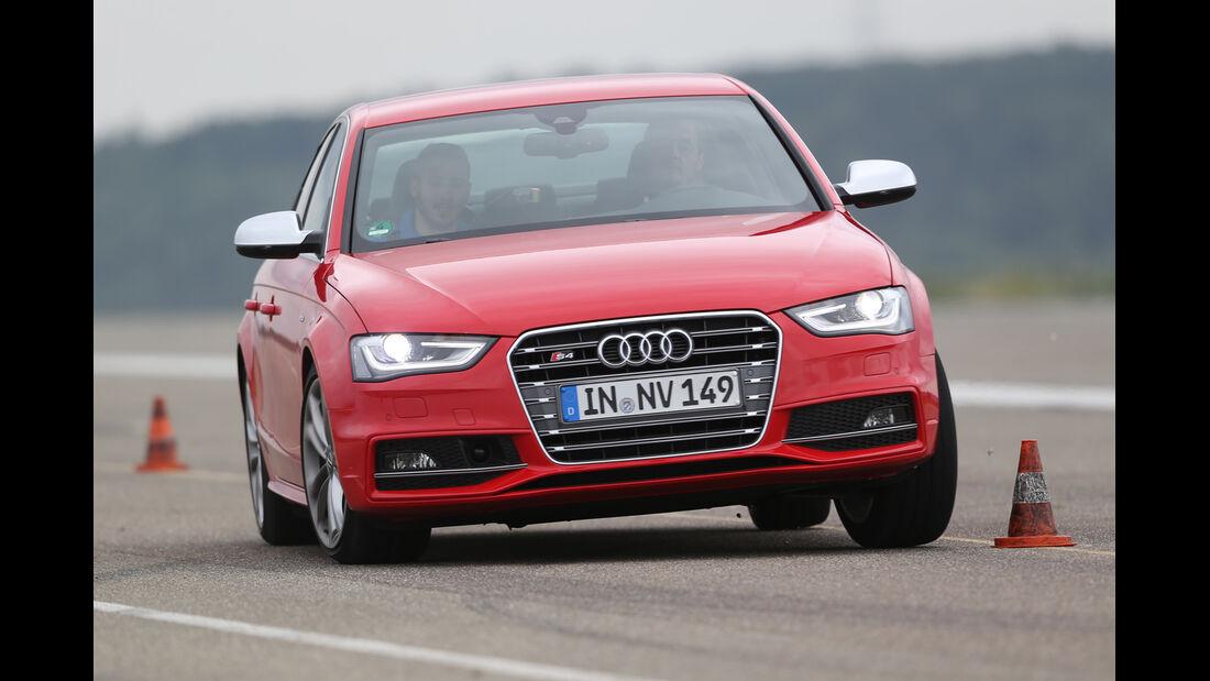 Audi S4 3.0 TFSI, Frontansicht, Slalom