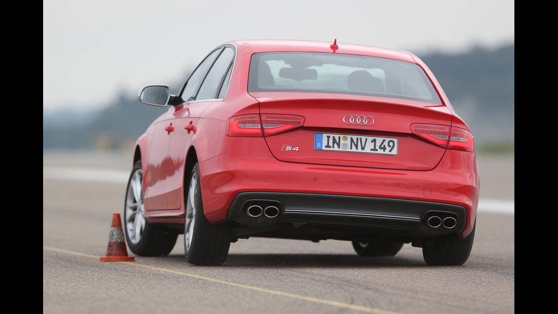 Audi S4 3.0 TFSI, Heckansicht, Slalom