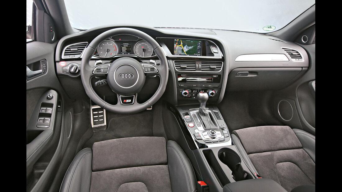 Audi S4, Cockpit