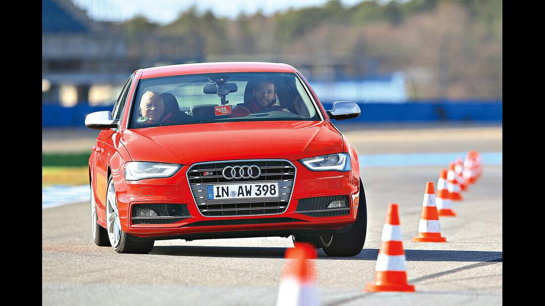 Audi S4, Frontansicht, Slalom