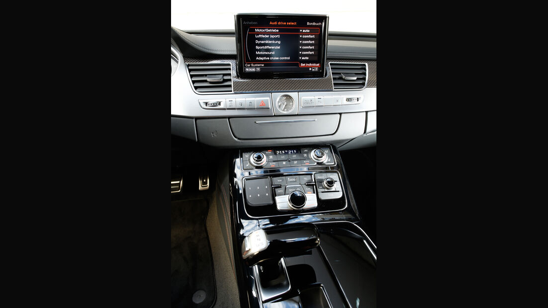 Audi S8, Mittelkonsole, Navi