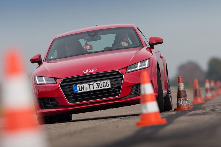 Audi TT 2.0 TFSI, Frontansicht, Slalom