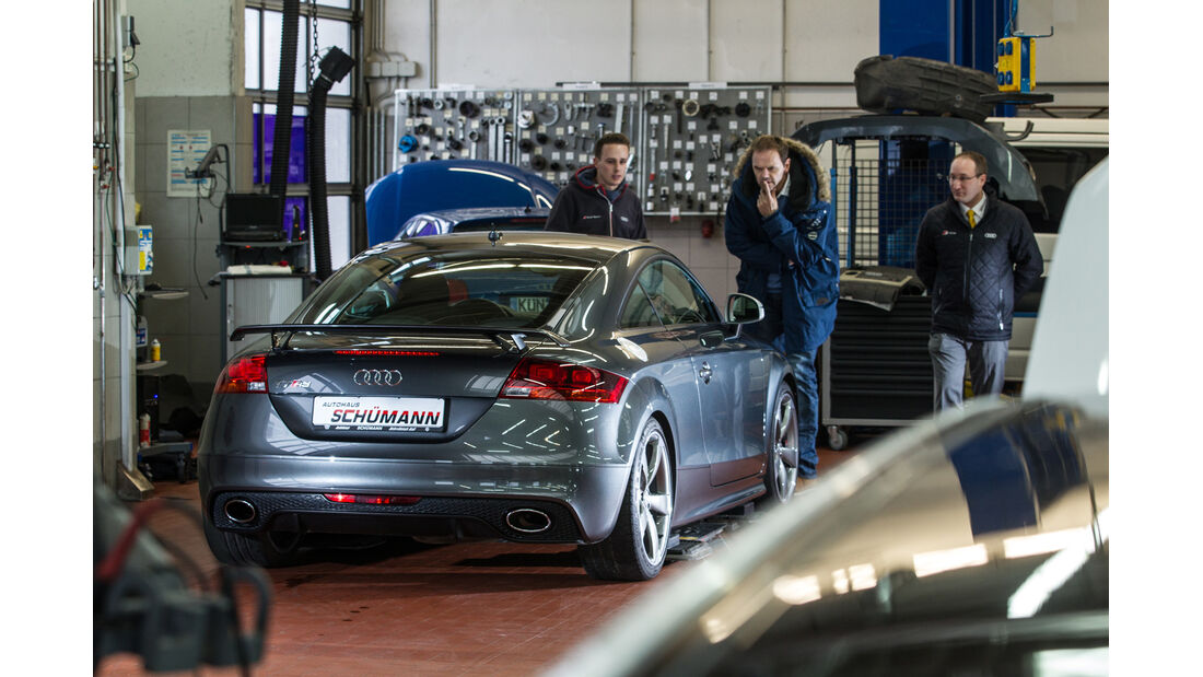 Audi TT RS, Heckansicht, Werkstatt