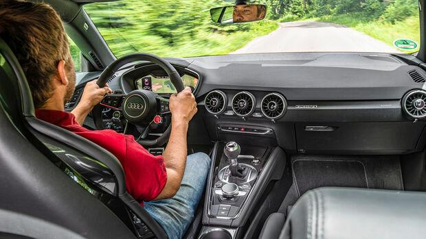 Audi TT RS, Interieur