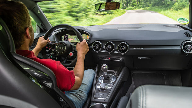 Audi TT RS, Interieur